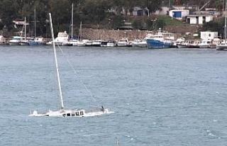 Bodrum'da çıkan fırtına milyonluk tekneyi alabora...
