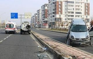 Diyarbakır'da kısıtlamada bomboş yolda trafik...