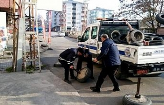 Erciş Belediyesi zabıta ekipleri yol ve kaldırım...