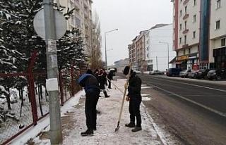 Kars Belediyesi'nin temizlik ve kar mesaisi
