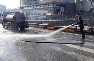 Kırıkkale Belediyesi dezenfekte ekibi çalışmalarını...
