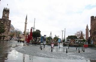 Kısıtlama yağışlı havayla birleşince Antalya...