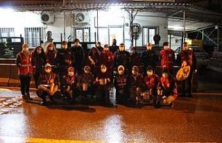 Kızılay gönüllüleri polis ekiplerine çorba ikramında...
