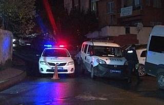 Şişli'de evde başlayan silahlı kavga sokakta...