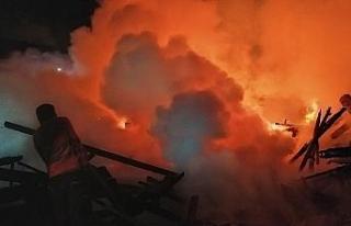 21 yıl önce yanan kereste fabrikası yine alevlere...