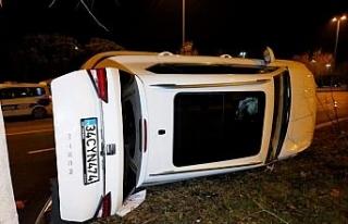 Alkollü sürücü kaza yaptı basın mensuplarına,...