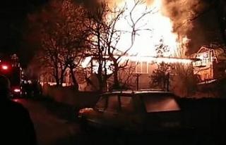 Amasya'da korkutan ev yangında alevler çatıyı...