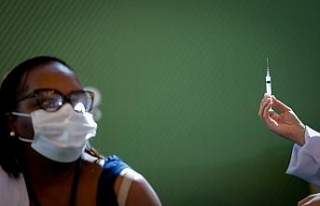 Brezilya'da ilk Covid-19 aşısı siyahi hemşireye...