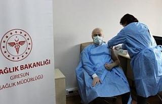 Giresun'da Korona virüs aşısı sağlık çalışanlarına...