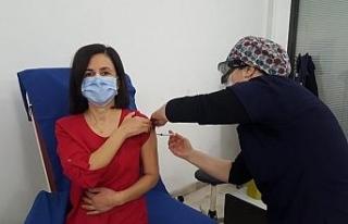 İlk aşıyı Başhekim Özdolap oldu