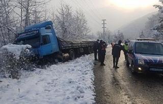 Karabük'te kar yağışı etkili oldu, kazalar...