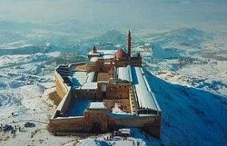 Karla birleşen tarihi sarayın havadan görüntüsü...