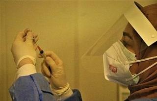 Pandemi sürecinin kahramanları ilk aşılarını...