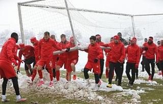 Sivasspor kar altında çalıştı!