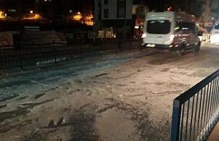 Yollar buz tuttu, vatandaşın imdadına Aydın Büyükşehir...