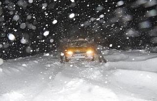 Yüksekova'da yoğun tipi nedeniyle araçlar mahsur...