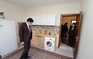 Başkan Özcan, diyabet hastası kadın ve çocuklarına...