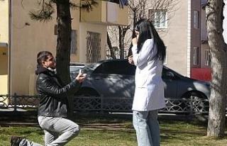 Bayılma numarasıyla hemşire sevgilisine evlilik...