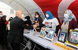 Hak-İş Genel Başkanı Arslan Diyarbakır annelerini...