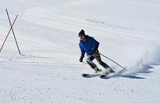 Isparta'da 92 kayakçı Valilik Kupası'nda kıyasıya...