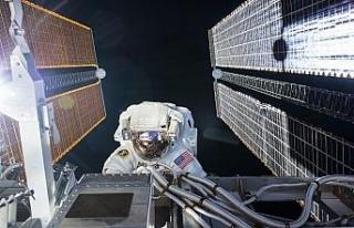 ISS'deki NASA astronotları uzay yürüyüşüne...