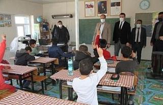 Kaymakam Türkmen, Çöltepe'de öğrencilerin heyecanına...