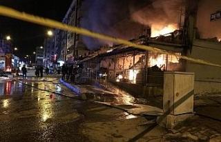 Kızılcahamam'da sabaha karşı bir markette yangın...