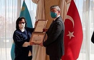 PAÜ'lü akademisyen Kazakistan devlet ödülünün...