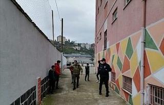 Rize'de kısıtlamaya uymayan çocuklar polisi duyunca...