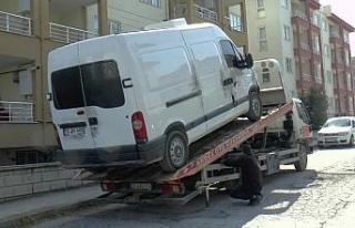 Sır ölümdeki kazaya karışan araç park halinde...