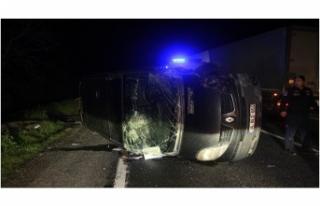 Bursa'da minibüsle otomobil kafa kafaya çarpıştı