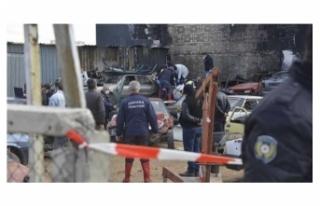 Hurda araçların yandığı alanda bir kişinin cenazesine...