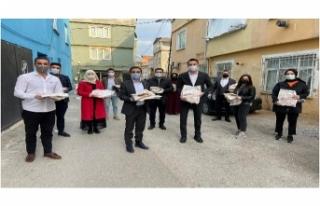 AK Parti Gençlik Kolları, kapı kapı ramazan pidesi...