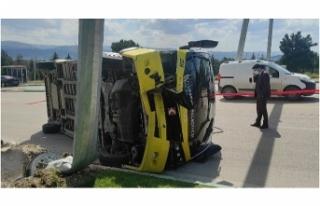 Bursa'da toplu taşıma midibüsü devrildi: 5...