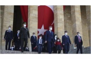 Milli Eğitim Bakanı Ziya Selçuk, Anıtkabir'i...