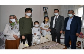 Mustafa Dündar, Yetim Çocukların Yüzünü Güldürdü