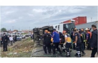 Bursa'da işçi servisi yan yattı: 1 ölü, 20...