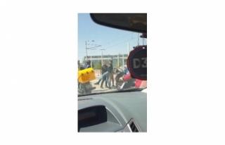 Kent meydanı'nda motosikletli kuryelerin kavgası...