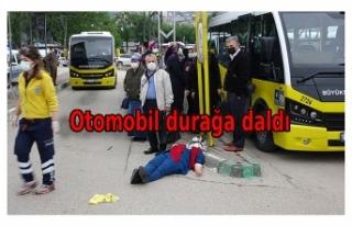 Bursa'da otomobil, otobüs durağına daldı:...