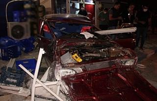 Sürücüsü alkollü otomobil yayalara çarptı:...