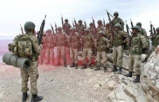 Isparta'daki yangına Dağ Komando Okulu Komutanlığı...