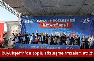 Büyükşehir'de toplu sözleşme imzaları atıldı