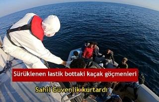Sürüklenen lastik bottaki kaçak göçmenleri Sahil...