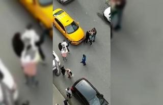 Bağcılar'da taksiciyle müşterinin yumruk...