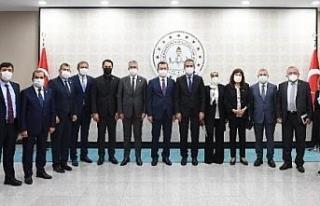 Bakan Özer, TBMM Milli Eğitim Komisyonu üyeleriyle...