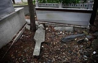 Kasımpaşa'da tarihi mezarların içler acısı...