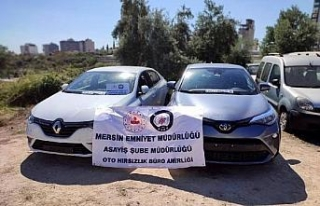 Kiralık otomobiller, Mersin'deki depoda parçalanmış...