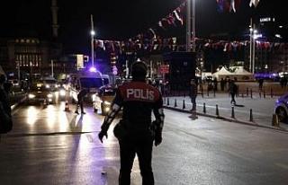 Taksim'de polis noktasındaki taksiciye küfür...