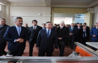Bakan Yılmaz Bursa'da mesleki eğitim oranını artıracaklarını...
