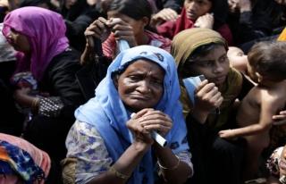 Bangladeş'de 600 bin mülteci